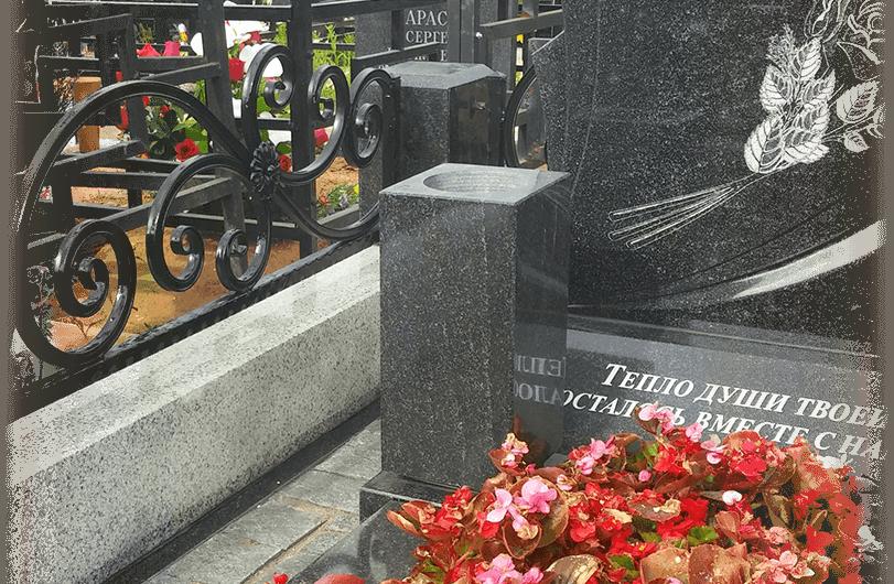 Ваза. Габбро-диабаз Ухта памятник из цветного гранита Высоцк